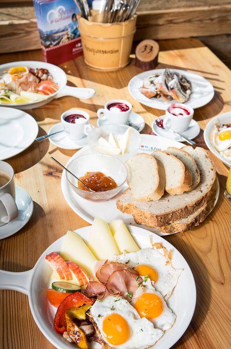 Genießer-Frühstück am Berg