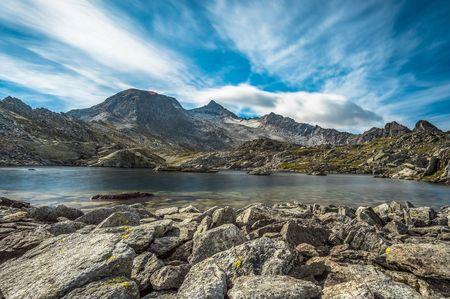 Bergsee im Herbst